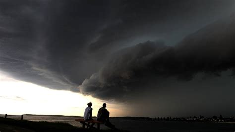 Mega storm hits Wollongong and is over in 10 minutes